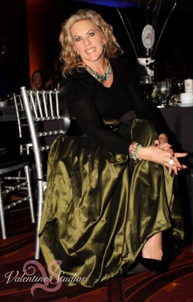 Deena Von Yokes looks ravishing after super styling at the Leonard Simpson 10 Best Dressed Awards 2014. And now an Honoree for the 2015 10 Best Dressed Awards. Congratulations Deena!